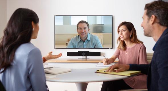 והטכנולוגיה שבה משתמשים כיום מאפשרת לקיים שיחות ועידה באופן פשוט ונגיש, קרדיט: Poly
