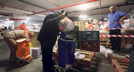 חלוקת מזון לנזקקים, ארכיון, צילום: אביגיל עוזי