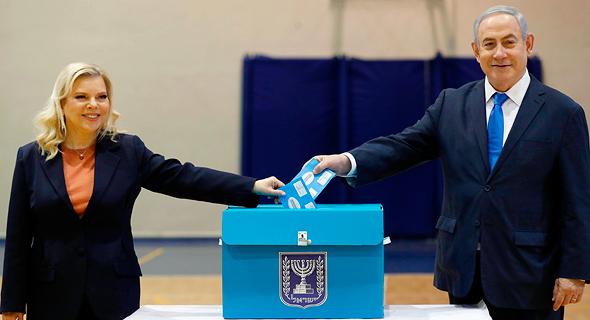 """בחירות 2020 בנימין נתניהו יו""""ר הליכוד ו ורעיתו שרה מצביעים, צילום: איי אף פי"""