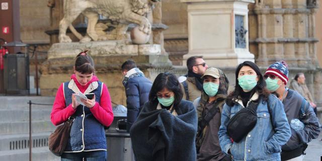 בהלת הקורונה. תיירים עם מסכות בפירנצה, איטליה, צילום: רויטרס