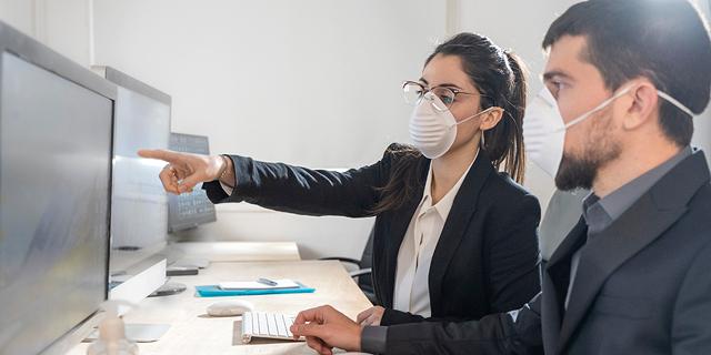 לאוורר את החדר או להפעיל מזגן? חזרה בטוחה לעבודה בצל הקורונה, גם במהלך גל החום