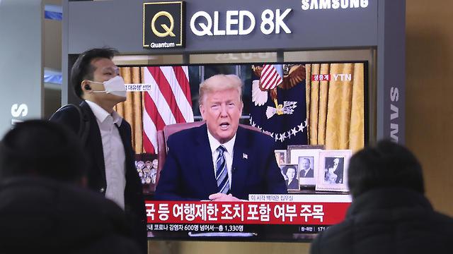 צופים בהצהרת טראמפ בסיאול, דרום קוריאה, צילום: AP