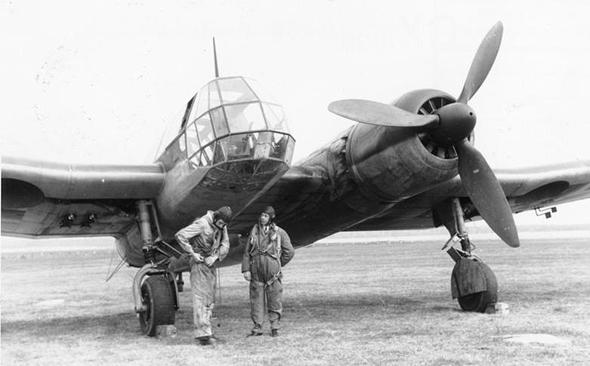 צוות BV141 לקראת טיסת ניסוי, צילום:  (Bundesarchiv (CC BY-SA 3.0 de