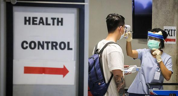 בדיקת קורונה בשדה התעופה בנקוק בתאילנד, צילום: איי אף פי