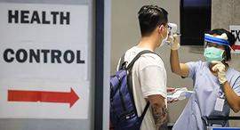 בדיקת חום קורונה וירוס נוסע שדה תעופה בנקוק תאילנד, צילום: איי אף פי