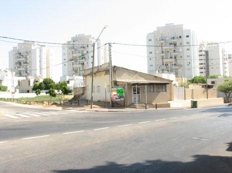 """בית הקפה של משפחת אלחותרי, כיום גרה בו משפחה ישראלית, צילום: ארגון """"זוכרות"""""""