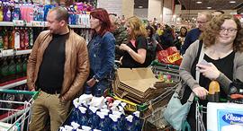 עומס קונים ברשתות השיווק, צילום: מיטל בריל