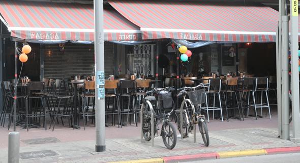 בית קפה סגור בתל אביב. רוצים לפתוח כבר בשבוע הבא
