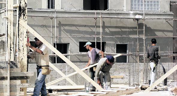 פועלי בניין באתר בנייה