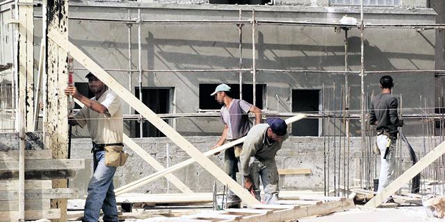 עובדי בניין פלסטינים, צילום: צביקה טישלר