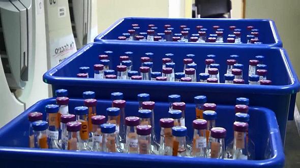 מבחנות תהליך בדיקה מעבדה נגיף הקורונה קורונה בית חולים שיבא, צילום: עמית הובר