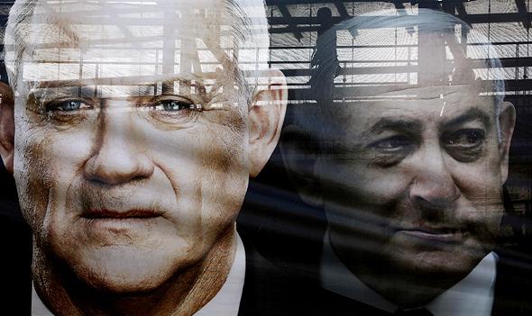 השתקפות שלט חוצות מימין בנימין נתניהו ו בני גנץ, צילום: רויטרס