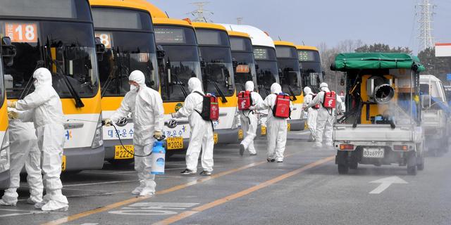 ריסוס אוטובוסים בדרום קוריאה, צילום: Getty