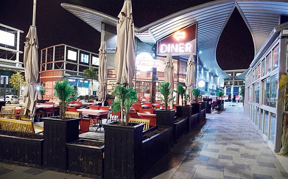 מסעדה סגורה בבאר שבע. חל איסור גם על טייק אווי