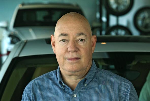 צבי נטע, הבעלים של מכשירי תנועה ,יבואנית מכוניות סוזוקי ומשאיות מאן