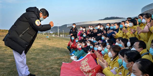 מספר חולי הקורונה בעולם חצה את ה-300 אלף; סין מסירה את העוצר מעל ווהאן