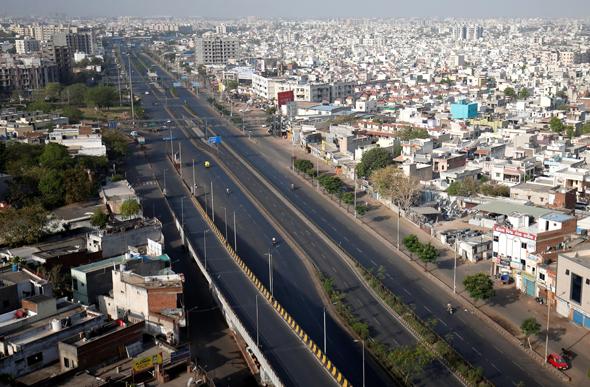 כבישים שוממים באחמדאבאד , צילום: רויטרס
