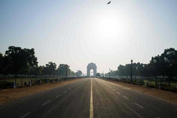 כביש שומם בניו דלהי, הודו