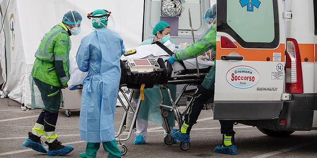 פינוי חולה קורונה באיטליה, צילום: גטי אימג