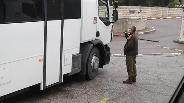 האוטובוס שהעביר את החסידים למלון