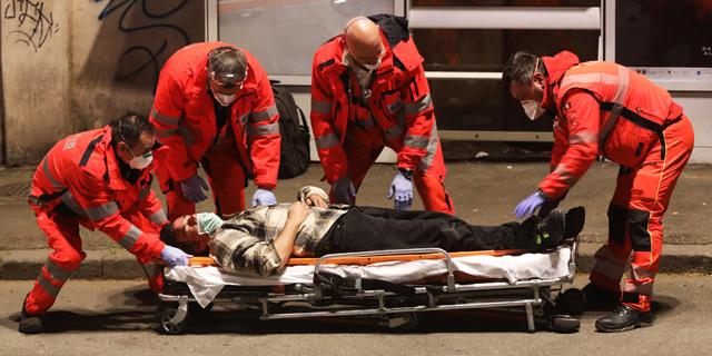 חולה קורונה שהתמוטט ברחוב ברומא, צילום: גטי אימג