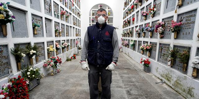 בית קברות בספרד, צילום: רויטרס