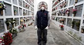 קורונה ספרד בית קברות בSan Justo מתים מקורונה, צילום: רויטרס