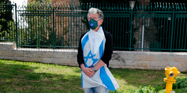 מפגין ליד הכנסת, צילום: איי אף פי
