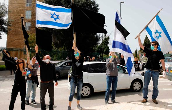 """הפגנה של """"הדגל השחור"""" ליד משכן הכנסת"""