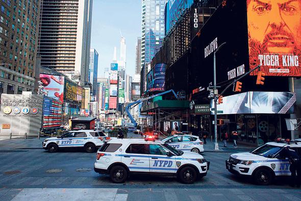 ניידות של משטרת ניו יורק בטיימס סקוור