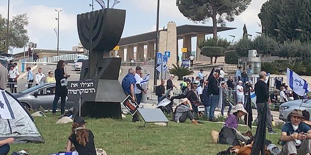 המחאה היום מחוץ לכנסת, צילום: אמיר זיו