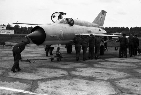 """כמו רבים ממטוסי בריה""""מ, היה המיג 21 קל לתחזוקה וטיפול, ומתאים לפעולה גם בשטח קשה"""