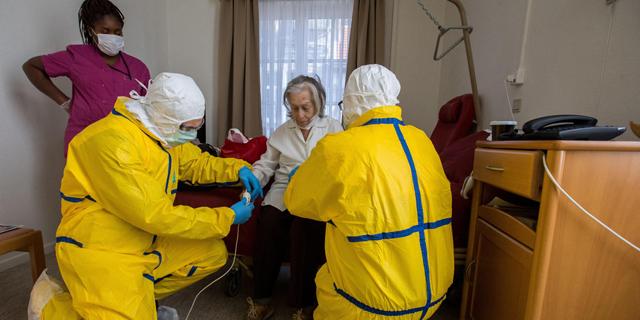 צוותים רפואיים בבלגיה, צילום: EPA