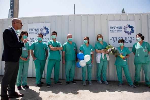 צוותים רפואיים בשערי צדק