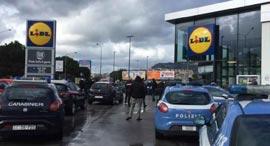 מכונית משטרה ליד סופרמרקט בפלרמו, צילום: Ansa