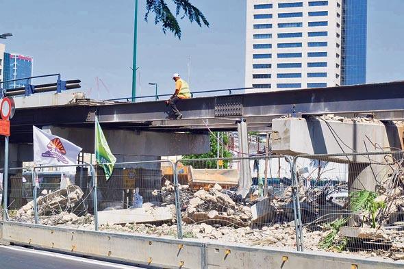 גשר מעריב לפני שנהרס. כץ לא היה מוכן לשמוע על דחייה במועד הפיצוץ