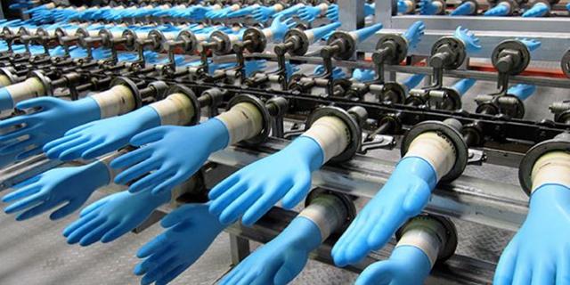 כפפות חד פעמיות , צילום: רויטרס