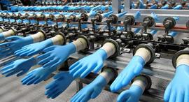 כפפות חד פעמיות קורונה מפעל Top Gloves מלזיה, צילום: רויטרס