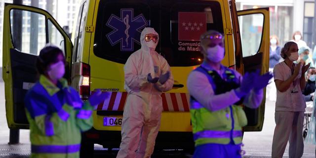 פינוי חולה בספרד, צילום: איי פי