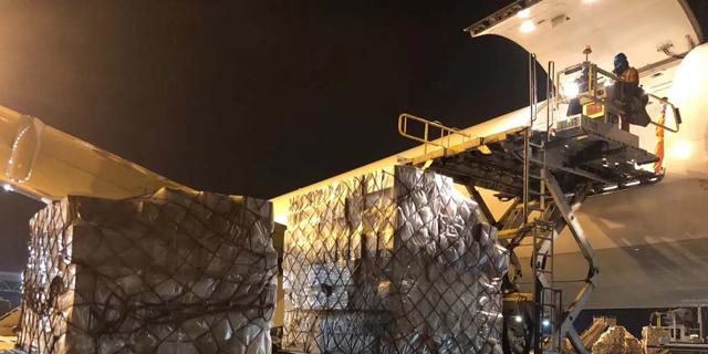 פינוי המטען ששלחה לישראל עליבאבא, צילום:  אליבאבא