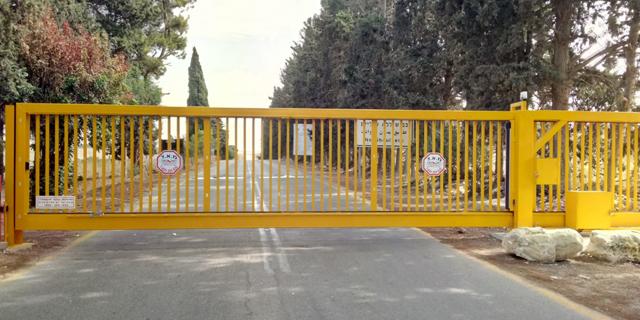 לא מחכים לממשלה: קיבוצים ומושבים סוגרים שערים ובודקים את זהות המבקרים