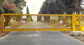 שער קיבוץ רמות מנשה , צילום: מ.א.ד אל-רם