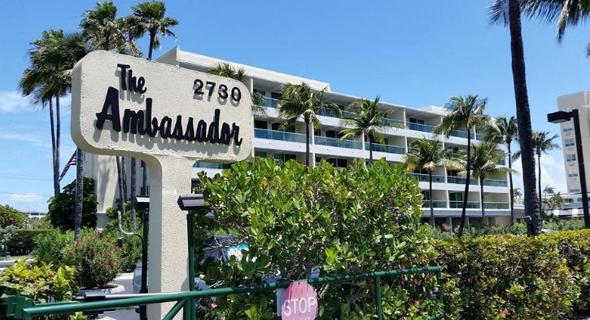 מלון אמבסדור של קופרליין, מיאמי ביץ' בפלורידה