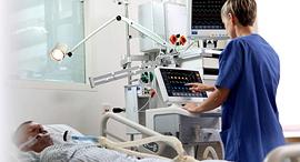 מטופל מונשם מכונת הנשמה של חברת מינדריי חברה לציוד רפואי