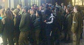"""חיילים בסיס עיר הבהדים התקהלות צה""""ל נגיף הקורונה קורונה"""