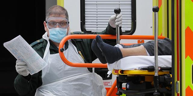 בריטניה מדממת: מעל 30 אלף מאושפזים ומעל אלף מתים ביום מקורונה