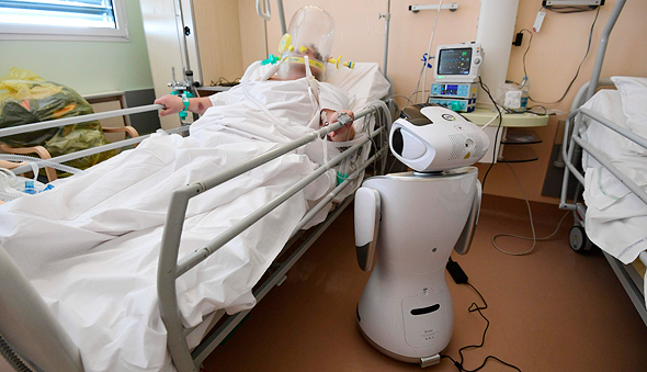 a robot makes the rounds in the Coronavirus Ward. Photo: AFP
