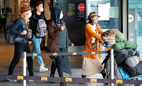 תושבים חוזרים בשדה התעופה בקופנהגן, צילום: איי אף פי