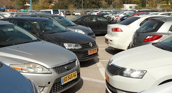 רכבי חברה בחניון. רק חברות מעטות מציעות לעובדיהן את האפשרות לוותר על הרכב - ועל שווי השימוש - למשך החודש הקרוב