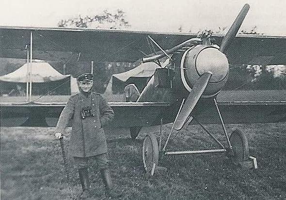"""מנפרד פון ריכטהופן, """"הברון האדום"""", ומטוס האלבטרוס D2 שלו, צילום: sas1946"""